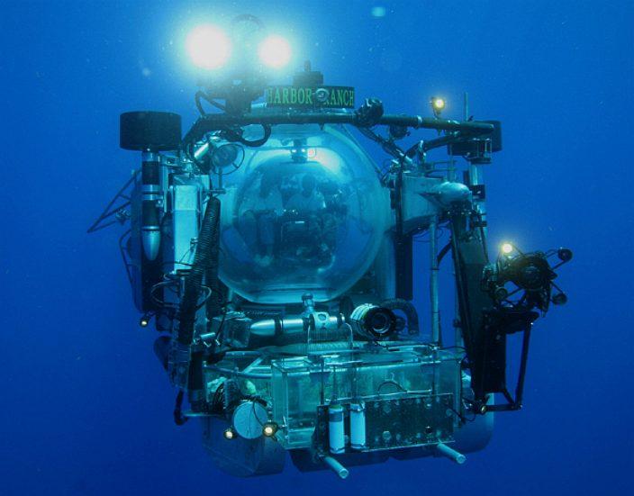submersible_operation_deep_scope_harbor_ranger_underwater_oceanography.jpg