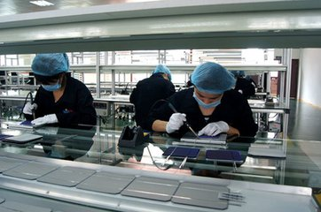 Making solar panels in dust free factories in china